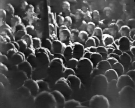 Demonstranten _vor dem ZK.8.11.1989